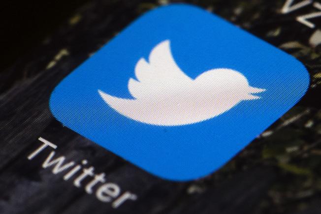 川普總統28日簽署發布行政命令,管控臉書、推特與Google;川普稍早因推文遭推特加註警語要用戶「查核事實」,而引發怒火。(Getty Images)