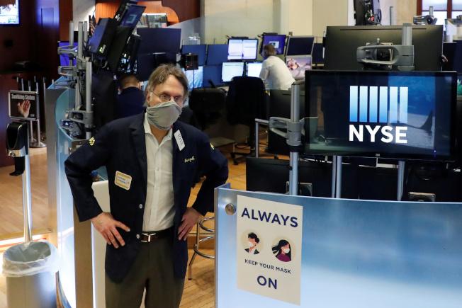 美國股市今天早盤走跌,投資人等待川普將召開的美中關係記者會。 (路透)