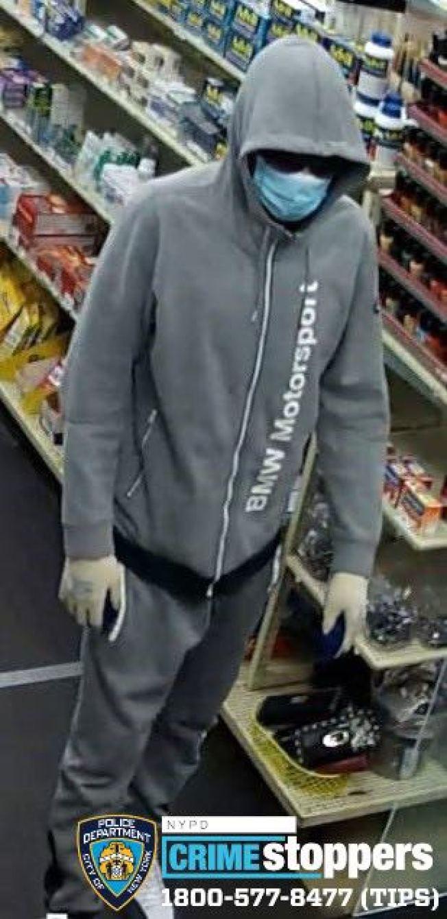 該男子涉嫌在藥方打劫兩盒處方藥被警方通緝。(市警提供)