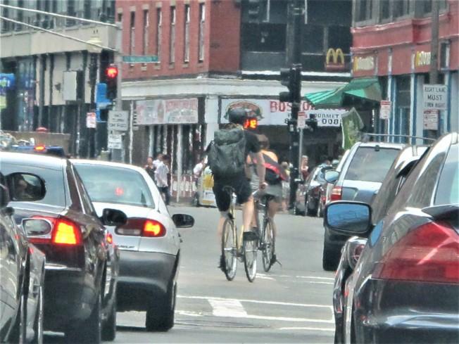 波士頓藉新冠疫期推「健康街道」計畫,將在市區道路增建單車道。(記者唐嘉麗/攝影)