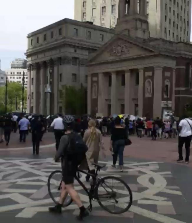 千人再集結市警總局抗議明州非洲裔被殺。(讀者提供)