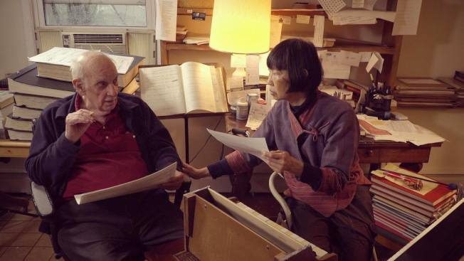紀錄片也講述一段陳靈(右)與先鋒派作曲家George Crumb的一段合作經歷。(許創提供)
