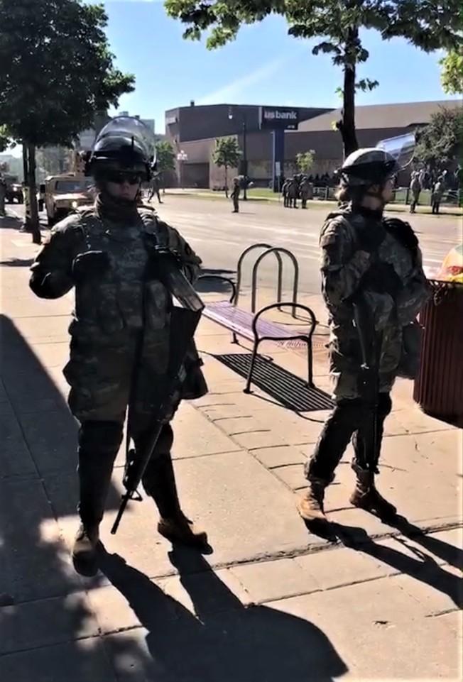 全副武裝的警察。(陳愛明提供)