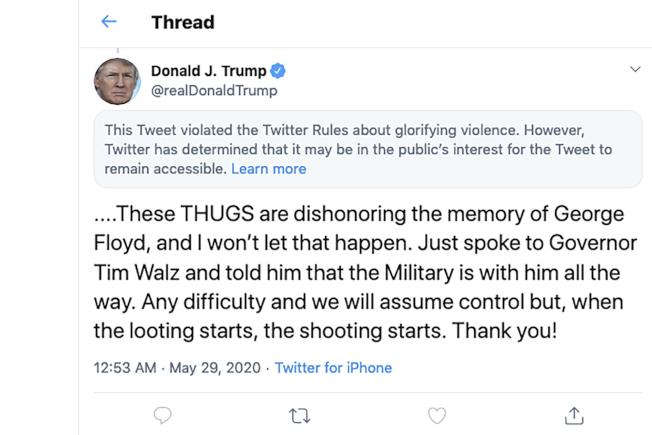 明州警察涉執法過當導致非裔男子佛洛伊德死亡,示威者28日火燒警局。川普總統第二則推文要求「開始搶,就開槍」,遭推特官方隱藏並加註警語,表示「違反 Twitter 對於讚頌暴力行為的規則。(美聯社)