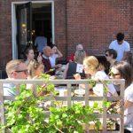 麻州餐館可望6月8日解封  限戶外用餐