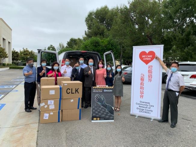 橙縣僑界急難救助協會獲捐10萬片醫療口罩。(橙縣僑界急難救助協會提供)