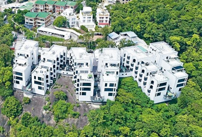 香港壽山村道37號六座洋房可俯瞰深水灣全景。(取材自標書文件)