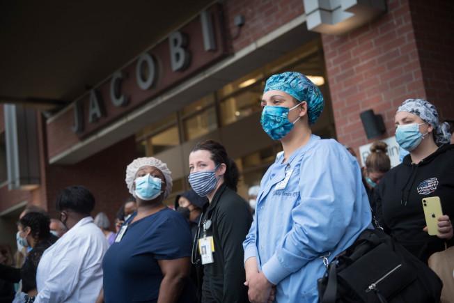 布朗士新冠病毒感染率最高,圖為位於布朗士的醫院醫護。(市長辦公室提供)