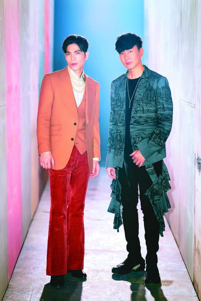 林俊傑(右)與蕭敬騰相識多年,首度音樂合作新歌「Hello」。(圖:華納音樂提供)