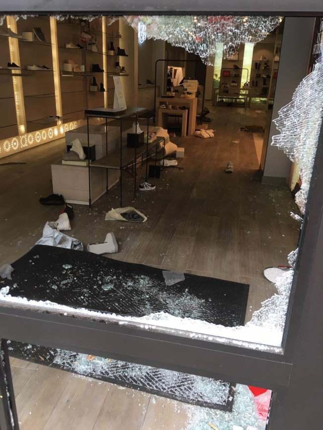 聯合廣場商鋪被砸。(記者李晗 / 攝影)