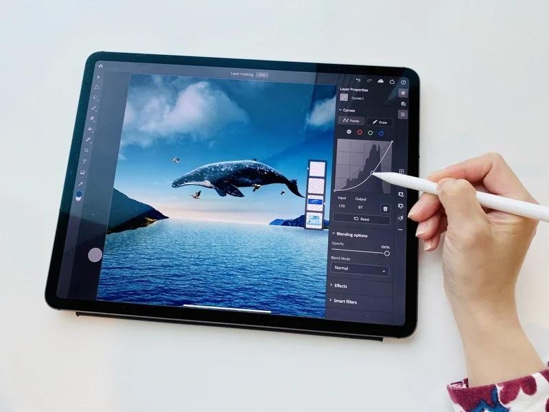 曲線功能使iPad用戶能夠對圖像色彩和色調進行更精細的調整。記者黃筱晴/攝影