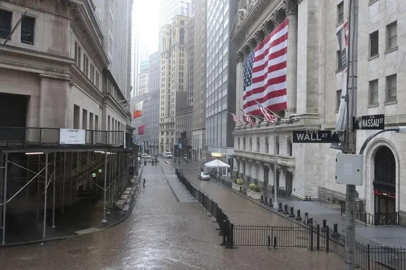 隨著美國各地解封,華爾街擔心新冠肺炎疫情會不會捲土重來。美聯社