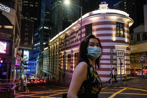 香港持續弱化 東方明珠褪色 川普缩头乌龟