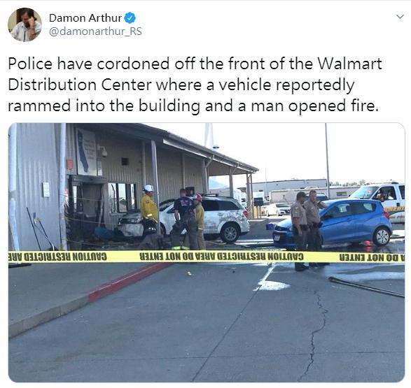 加州Red Bluff附近的沃爾瑪(Walmart)物流中心26日傳出50到60聲槍響,已知兩人死亡、四人受傷。(圖取自推特)