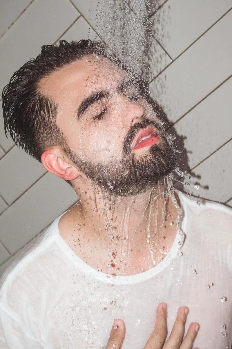 淋浴洗澡,建議不超過10分鐘。取材自pexels