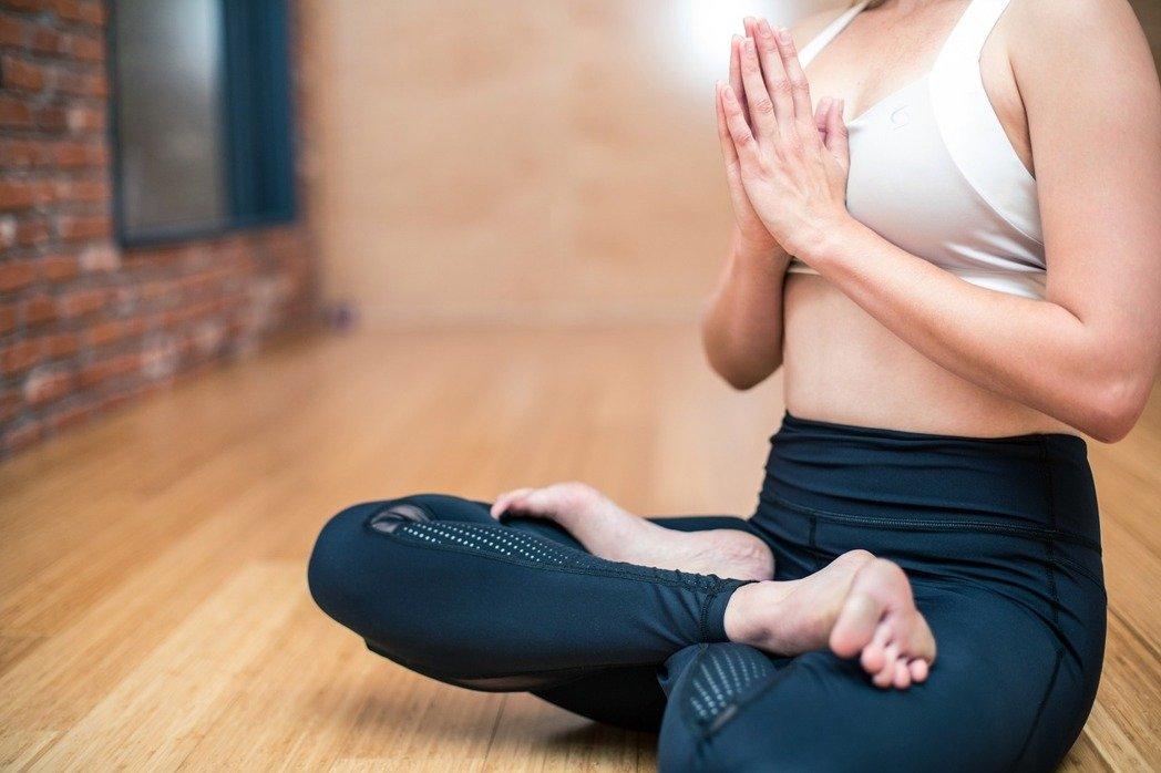 每天聆聽舒緩的古典音樂或印度音樂,配合緩慢呼吸30分鐘,可以降血壓。(取材自pixabay)