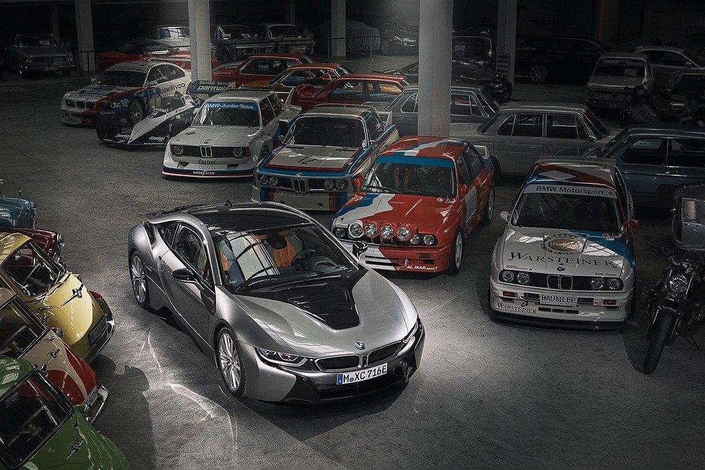 i8不僅展現BMW的造車科技能量,更成為全球最熱賣的插電式複合動力跑車。BMW提供