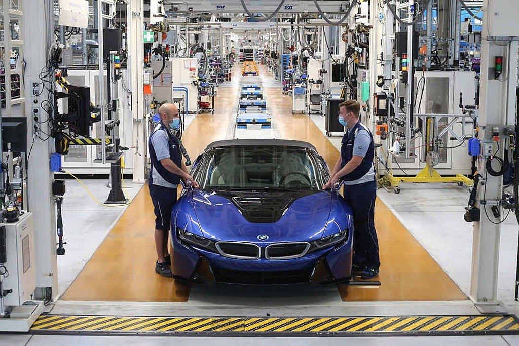 最後一輛在德國萊比錫廠下線的BMW i8,採用Portimao Blue車色且據了解是第一輛採用此車色的BMW i8,也應該會是唯一從原廠規範生產來的獨特車型。BMW提供