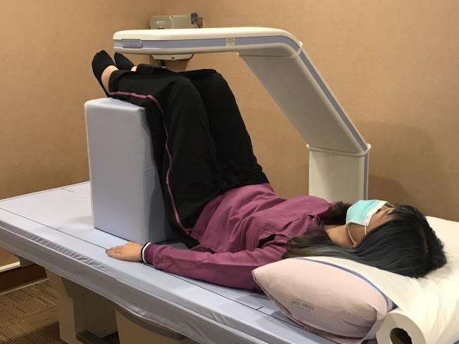 一般民眾可透過儀器檢測得知身上的骨密度。(本報資料照片)