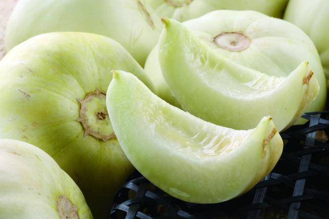 中醫建議女性避免常常食用如瓜類等寒涼食物。(本報資料照片)