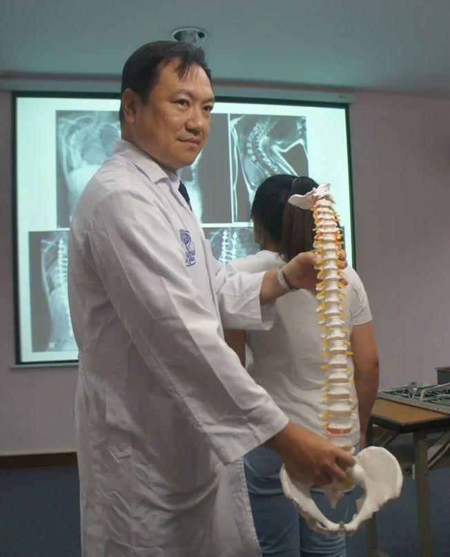 妙齡女脊椎畸形 術後長高10公分
