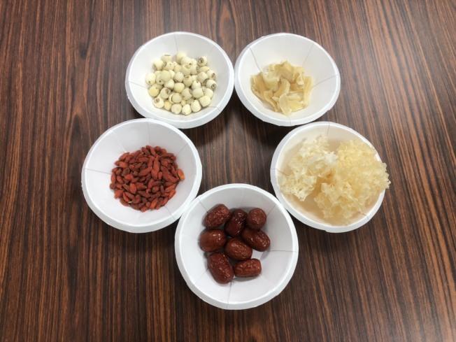 百合銀耳蓮子甜湯。(圖:基隆醫院提供)