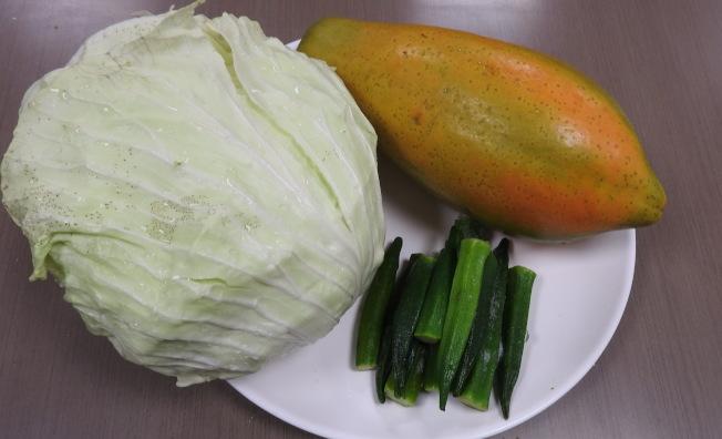 秋葵、高麗菜和木瓜等是營養師推薦的養胃食物。(圖:台南市立醫院提供)