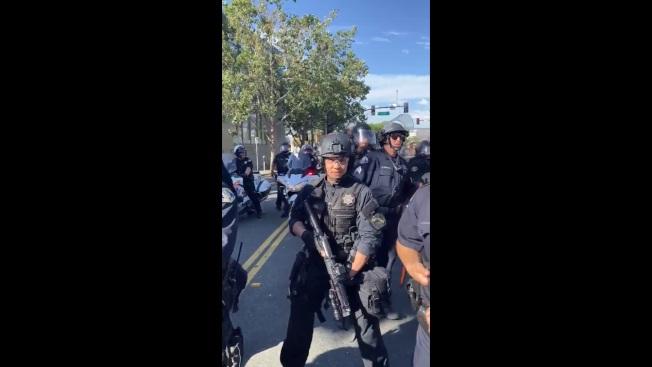 賈瑞德.袁在處理群眾抗議時,情緒失控,出言不遜。(圖片取自推特)