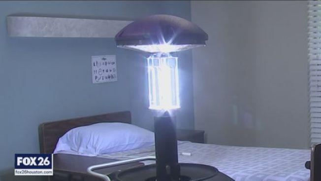 疗养院疫情严峻 用紫外线杀菌