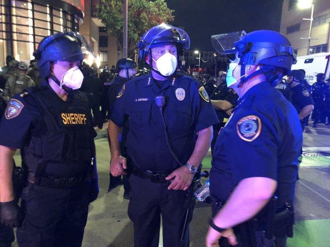 德州州長宣布全州進入災難狀態。(休士頓警局推特)