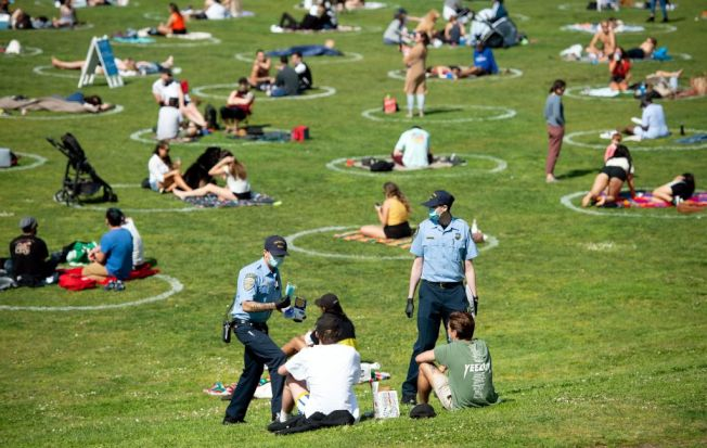 舊金山開始實施30呎的社交距離新規定。(Getty Images)