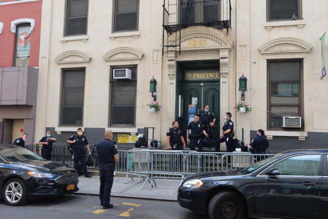 五分局等待出警的警員。(記者張晨/攝影)