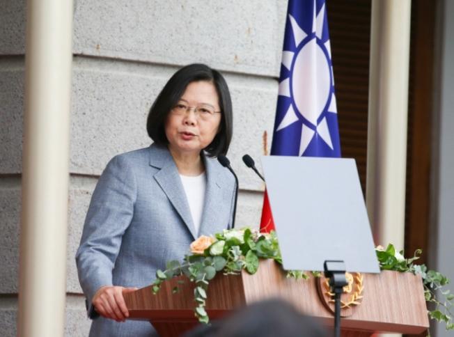 總統蔡英文20日在就職演說中感謝防疫期間信任政府、保持公民美德的台灣人,以及居家檢疫與隔離的人忍受生活不便,成就台灣防疫成功。中央社