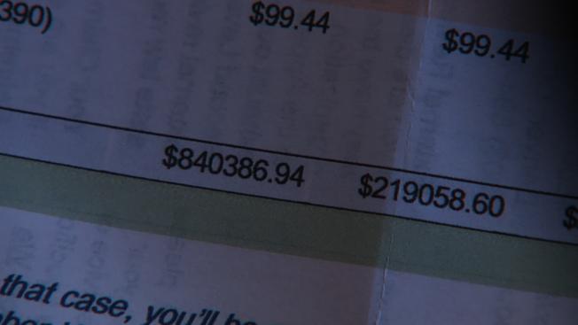 科羅拉多州丹佛市丹尼斯罹患新冠肺炎後,出院收到第一筆醫療費帳單,金額高達84萬387元。(取自臉書)