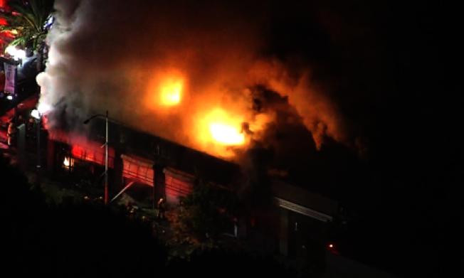 長堤市的商家5月31日遭歹徒縱火。(讀者提供)