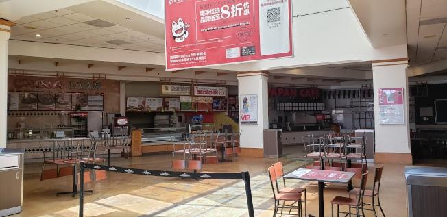 直銷中心的美食廣場依然處於關閉狀態。(記者鄭敖天╱攝影)