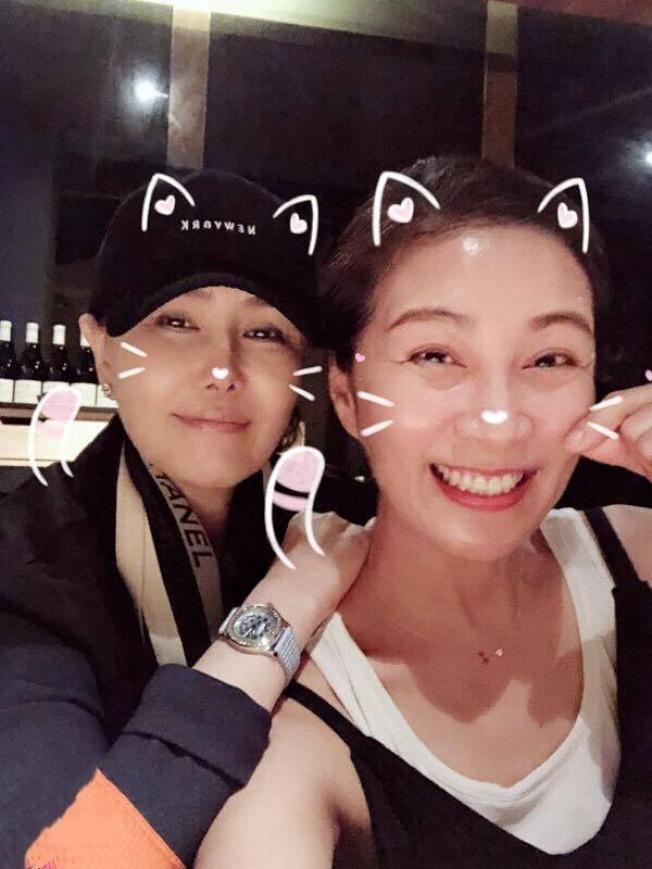 江蕙(左)與方文琳是多年好友。(取材自臉書)
