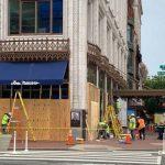 〈圖輯〉抗議後街道冷清 華府華埠商店八成裝木板