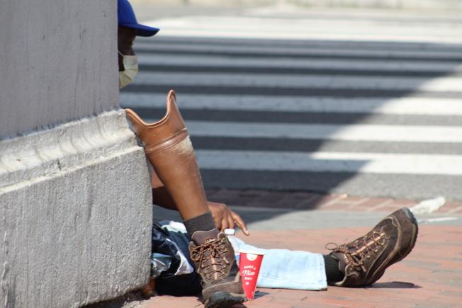 喬治城的一名非裔遊民。(記者張筠 / 攝影)