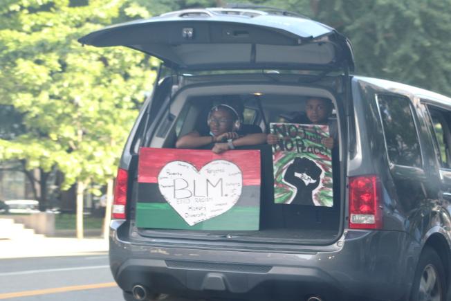 華盛頓特區反對種族歧視和警方暴力執法的抗議活動已持續四天,不少青少年和兒童也加入其中。(記者張筠 / 攝影)