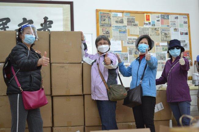 「婦女也是人」近日獲得社區捐款,購買口罩、洗手液和手套等,發放給護工。(取自「婦女也是人」運動推特)