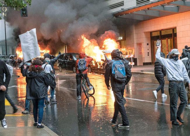 洛杉磯近日抗議演變成暴力事件,究竟為何?(美聯社)