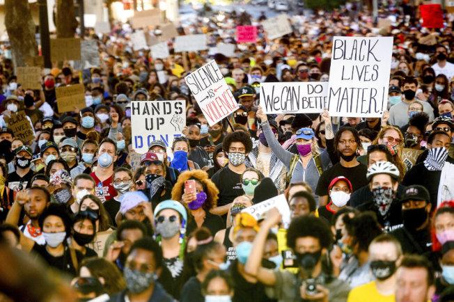 灣區各地1日的示威活動比周末平和許多。(美聯社)