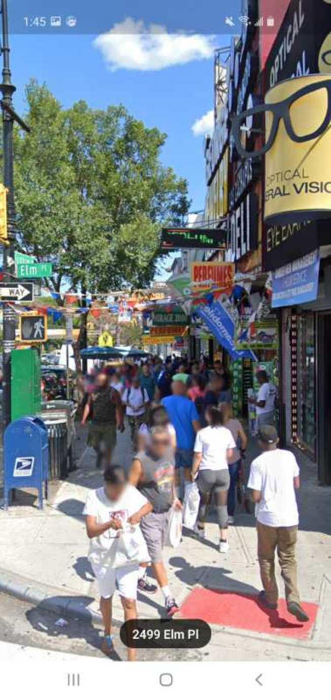 網傳法拉盛緬街的金店發生一起搶案,警方3日證實,這起案件在布朗士發生,並非法拉盛;圖為案發地的街景。(谷歌截圖)
