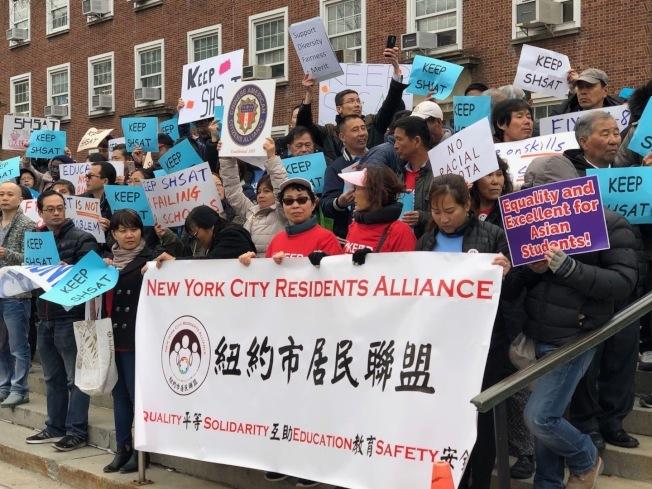 華人家長呼籲,眾人應提交以成績及出席率為率取「篩選學校」的標準。(本報檔案照)