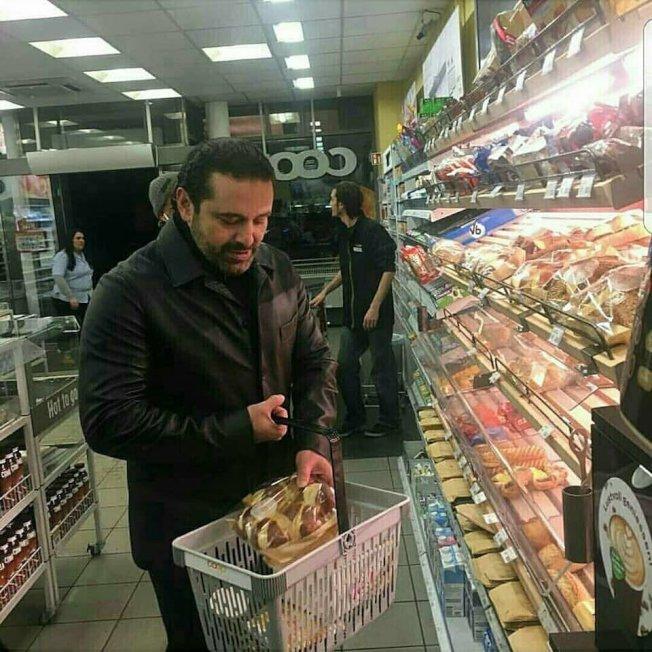 到超市買菜所用的購物籃提把最多人接觸,是個容易傳播細菌和病毒的途徑。(取自推特)