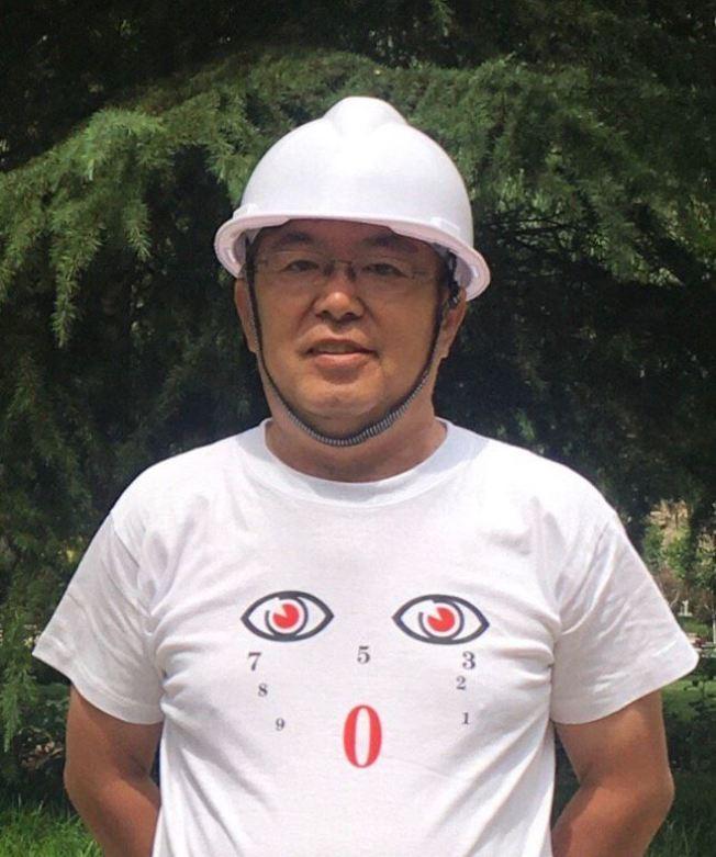設計師「河北孫老師」疑因穿著一件獨漏6和4兩個數字的T恤被公安帶走。(取材自推特)