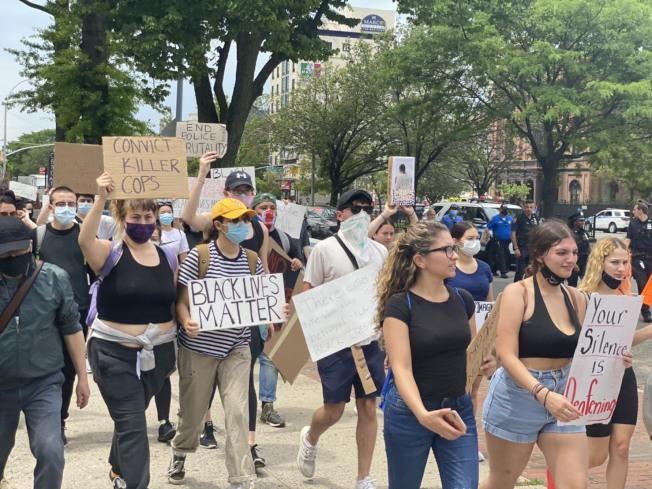 紐約皇后區法拉盛4日將舉行兩場「黑人的命也是命」遊行示威活動。記者牟蘭/攝影
