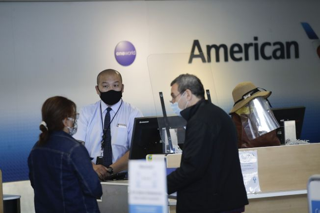 疫情重創航空業,美國各航空公司都已宣布自願離職方案,設法在市況低迷時降低成本。(美聯社)