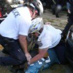 棒打大學生、膝蓋壓頭 費城警遭控「重攻擊」